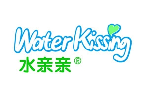 Water kiss (Water kissing) is the Shenzhen Commodity Square Commodity Co., Ltd. Free Commodities brand. Shenzhen Royal Commodities Square Commodity Co., Ltd. is located in the beautiful international garden coastal city - Shenzhen, under the Royal Square International Holdings Limited Hong Kong investment holding, founded in 2003, has its own 20,000 square meters standard factory, the first use of 100,000 Full air-conditioning (GMPC) clean space, imports more than 10 automatic production lines.